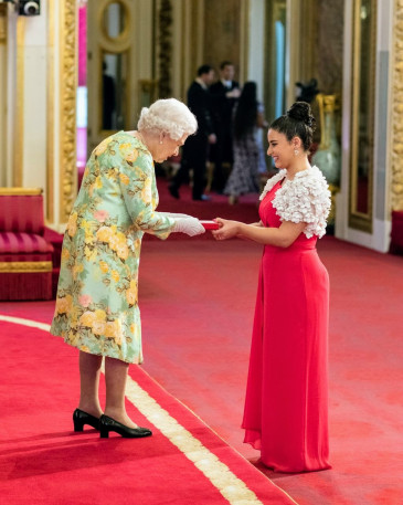 Queen Elizabeth II presenting Alexia with the 2018 Queen's Young Leaders Award